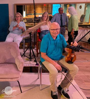 Silvia und Paula Lenzing, Govert, Jutta und im Vordergrund Peter Chroust, dessen Probe gleich dran ist.