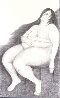 Mujer gorda en silla