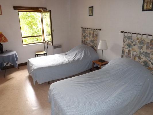 Chambre 3 au 1er étage : 2 lits en 90