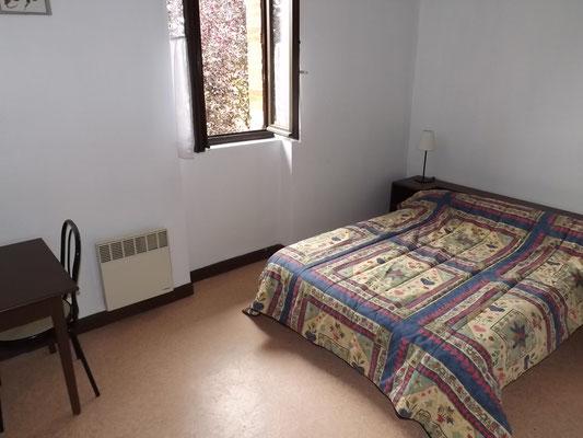 Chambre  2 au 1er étage : 1 lit en 140