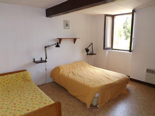 Chambre 1 au 1er étage: 1 lit en 160 + 1 lit en 90