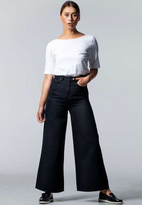 Wide Cropped Jeans BARLERIA Black Overdyed front – € 139,00