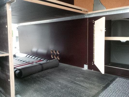 Renault Trafic L2H1 - Strauraum unter Bett