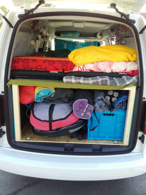 VW Caddy Maxi - Mit Camping- und Surfmaterial