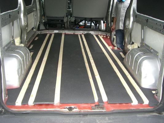 Renault Trafic L2H1 - Dämmung Boden