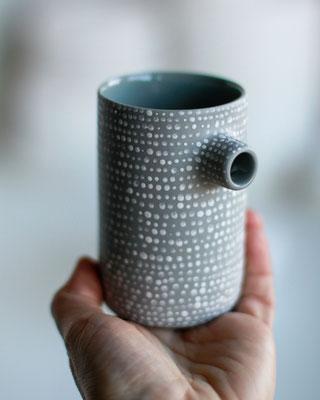 Kira Ni Ceramics steht für eine schlichte und gleichzeitig verspielte Keramik