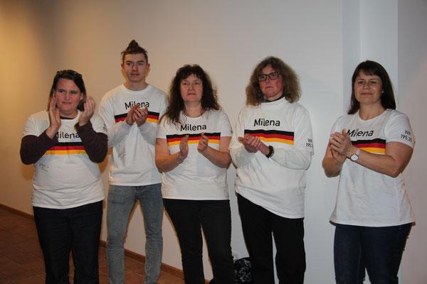 Die Fangruppe aus Randersacker, Rimpar und Herbrechtingen mit speziellen T-Shirts