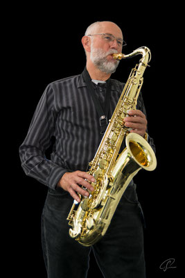 Otmar playing Saxophon