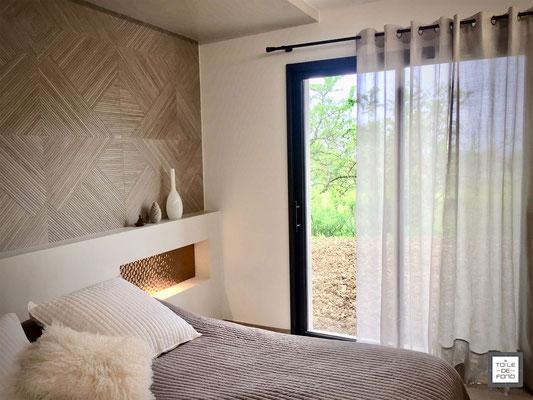 Rendu finalisé d'une chambre,  carrelage structuré effet bois Porcelanosa, étude du projet agence En Toile de Fond Décoration, Moselle