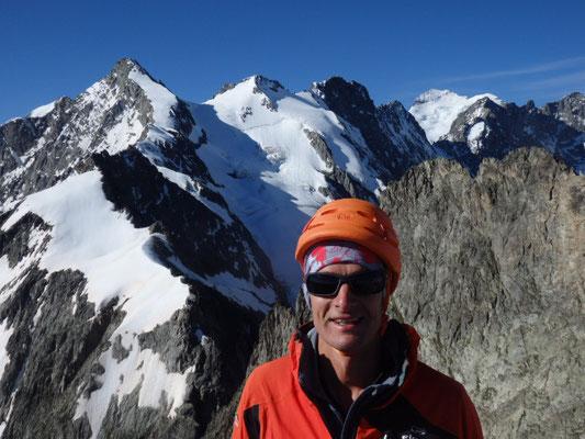 Client alpiniste au sommet du Pic de Chamoissière (3207m )