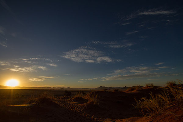 Sossusvlei: le soleil sur la dune Elim