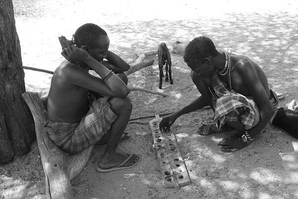 Joueurs d'awalé - Samburu - Kenya