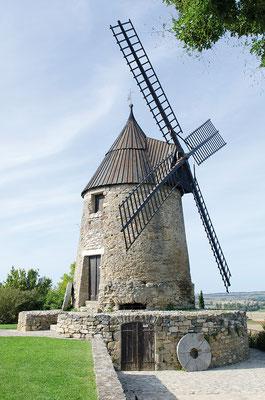 Le moulin de Cugarel, sur les hauteurs de Castelnaudary, domine la plaine lauragaise.