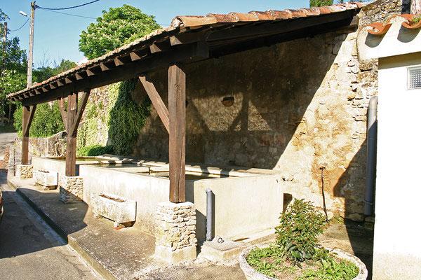 Charmant petit village à quelques kilomètres de Castelnaudary, situé dans un paysage vallonné, Payra sur l'hers possède une très belle église romane, un château…et un lavoir très bien conservé !