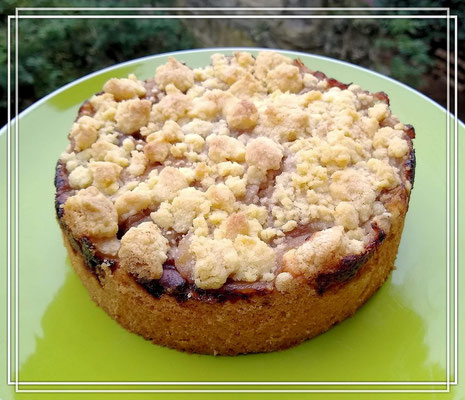Apfel-Walnuss-Kuchen mit Streuseln