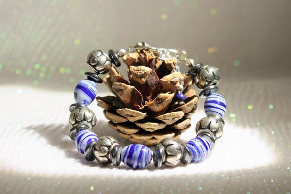 """bracelet perles type """"porcelaine"""", hématite et pvc 18€"""