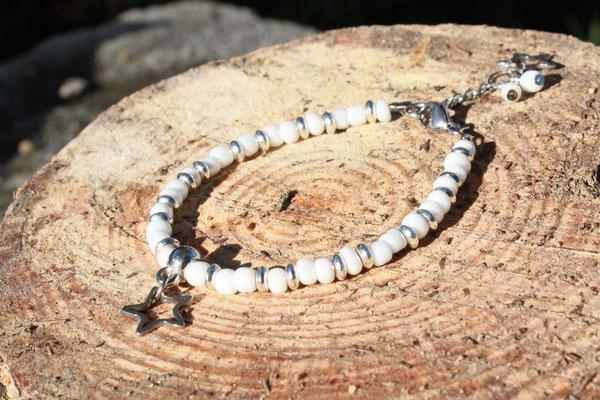 bracelet perles de rocaille et acier inoxydable, breloque acier inoxydable. 12€