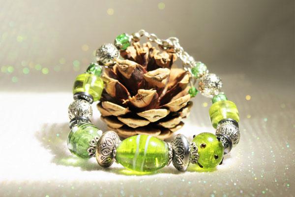 bracelet perles verre, métallique et hématite. 18€