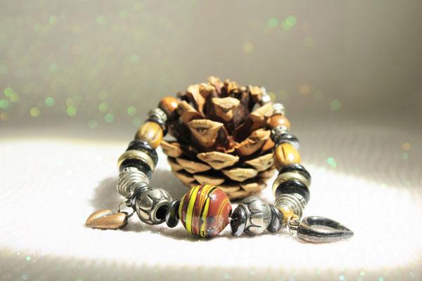 bracelet perles en verre, hématite, bois et métal. 18bracelet perles verre, métallique et hématite. 18€