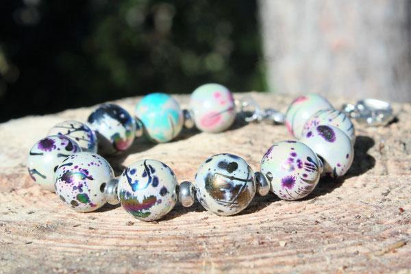 perles acrylique, acier inoxydable et breloques. 15€