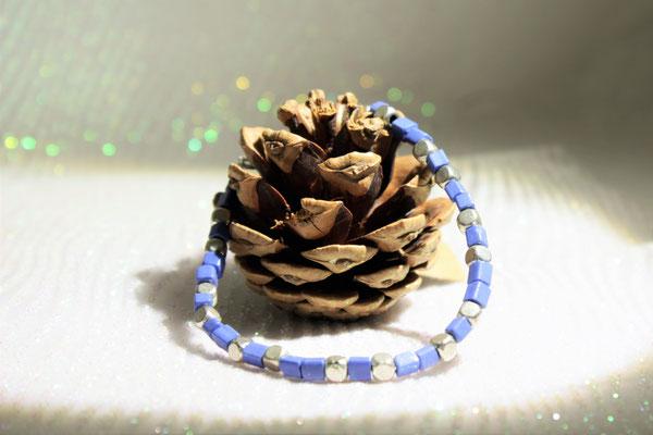 bracelet perles de rocaille et métallique. 12€