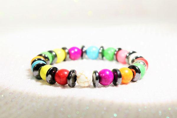 bracelet perles howlite multicolores, hématite, sur nylon élastique 25€