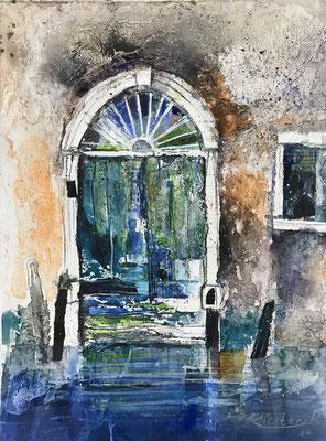 Venezianische Tür II (Serie alte Türen), Sumpfkalk-Mischtechnik auf Hadernbütten, 38 x 50 cm, 2019, Preis auf Anfrage