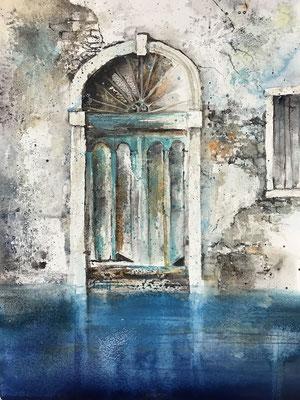 Venezianische Tür (Serie alte Türen), Mischtechnik auf Hadernbütten, 38 x 50 cm, 2019, Preis auf Anfrage