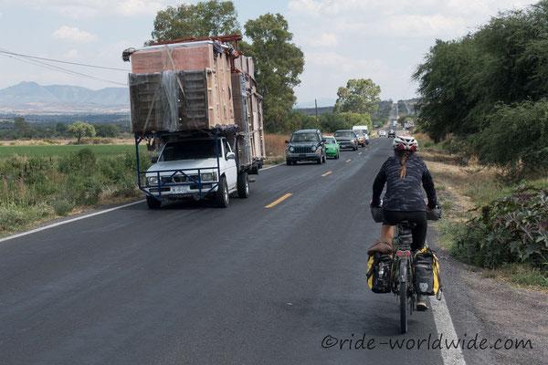 Massiv Holzschränke transportiert auf mexikanische Art