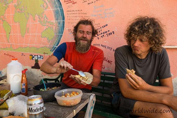 Mittagessen mit Holger - Tortillas gefüllt mit allem möglichen Zeug