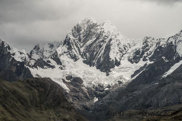 Jirishanca 6.094 Meter