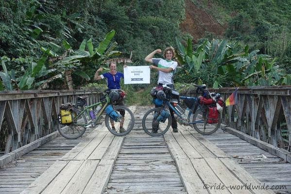 Berge, Dschungel, kleine Pisten - Laos
