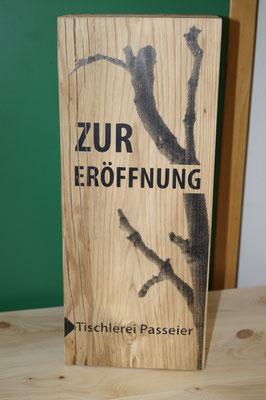 """Rasterdruck auf Holz _Weinkiste """"zur Eröffnung"""""""