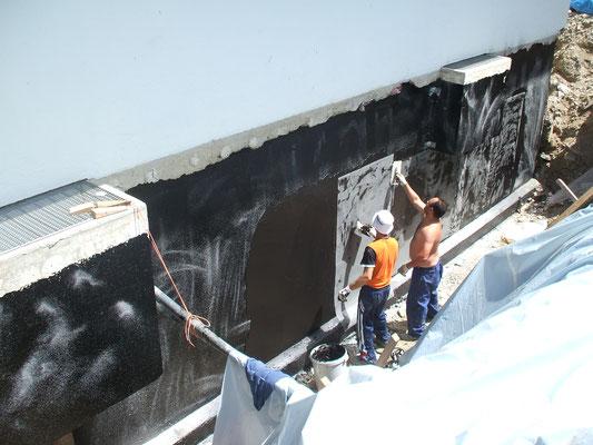 Kellerabdichtung mit zwei Komponenten Bitumen Kunststoff in 3 Arbeitsgängen