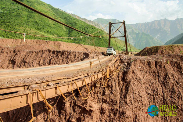 Interessante Brücke in Tadschikistan am Pamir Highway