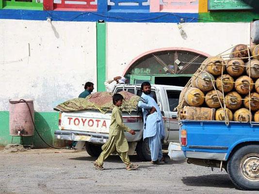 Alltagsszene in einem pakistanischen Dorf
