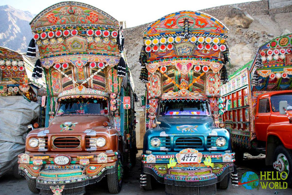 Wahre Meisterwerke! Pakistanische LKWS sind nahezu alle kunstvoll handbemalt und verziert