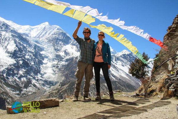 Unter Gebetsflaggen im Annapurna Gebiet