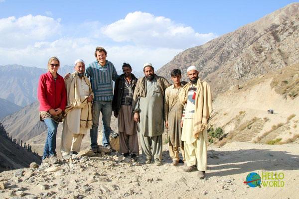 Gruppenfoto mit einem Straßenbautrupp im Norden Pakistans