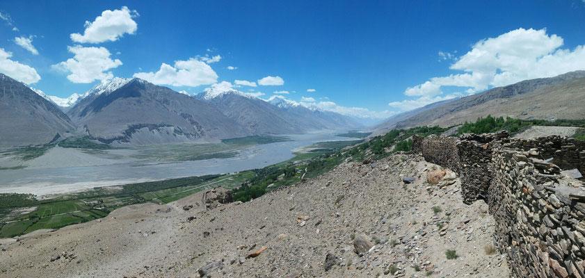 Ausblick ins Wakhan Tal, lins Afghanistan, rechts Tadschikistan