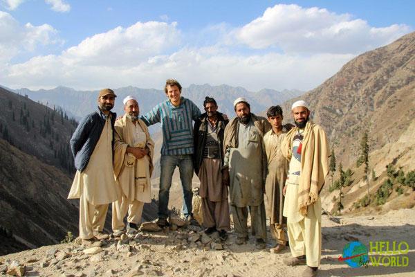 Strassenbautrupp in den Bergen Pakistans