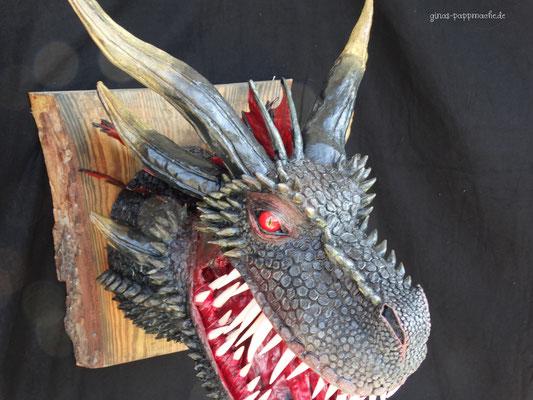 Drogon, ginas-pappmache.de, papermache, handmade, Drachentrophäe, Skulptur