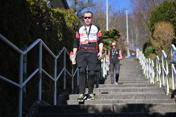 Weltrekord über den längsten Nonstop-Treppenlauf im Team