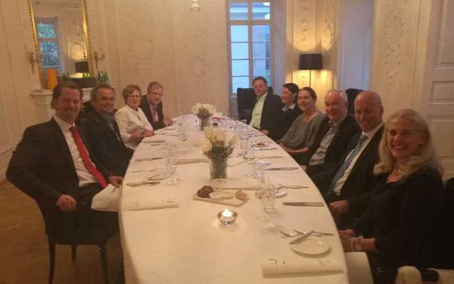 Gäste der Firma Wirtschaftsimpuls in der Speisemeisterei im Schloss Hohenheim in Stuttgart