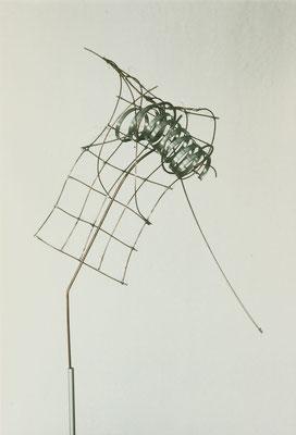 ohne Titel I 1999 I Höhe 75 cm I Zink, Kupferdraht weich gelötet