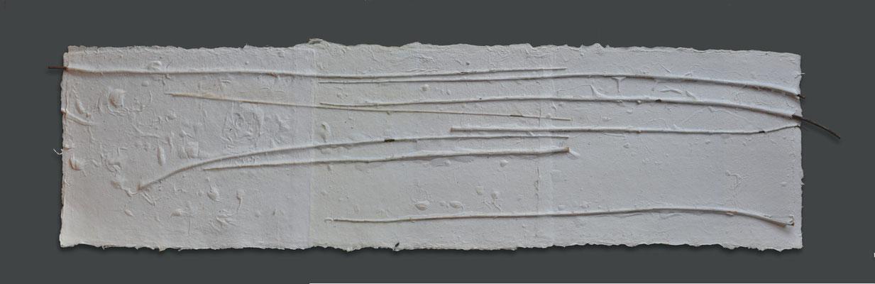 ohne Titel | 2013 | 30 x 127 cm | Papier handgeschöpft, Holz