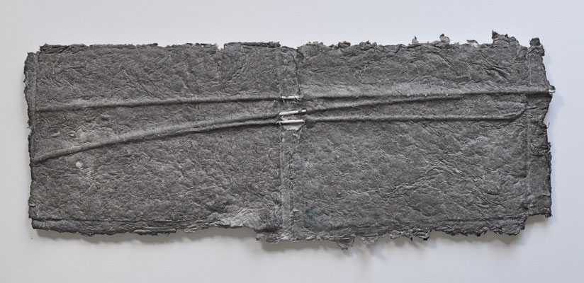 ohne Titel | 2014 | 28 x 74 cm | Papier handgeschöpft, PVC, Stahl