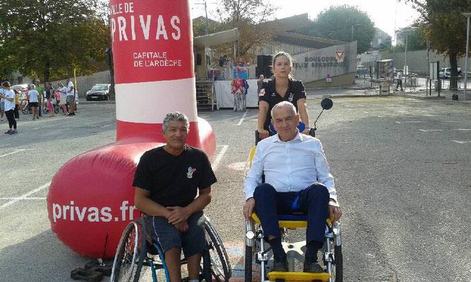 Le Maire, Michel Valla, conduit par Fiona en vélo-pousse