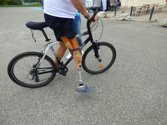 Vélo avec pédale aménagée