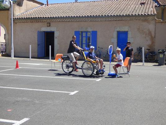 vélo pousse + lancer dans panier